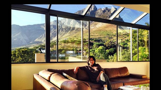 129 on Kloof Nek: Table Mountain view on the background- the glass window can be wide opened