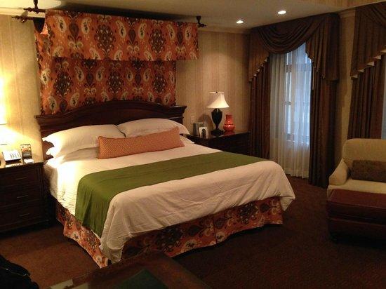 The Talbott Hotel: Room (III)