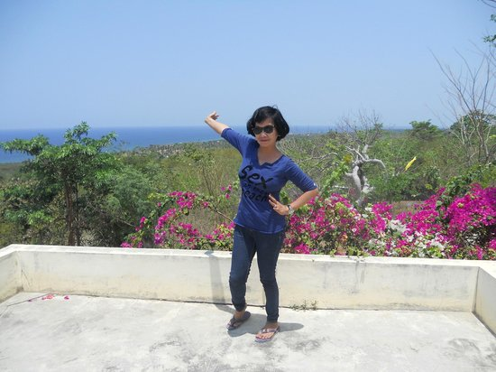 Cape Bolinao Lighthouse: See that...It's awesome here @ Cape Bolinao