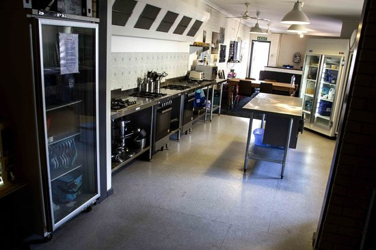 The Shiralee Backpackers Hostel: New Stainless Steel Kitchen
