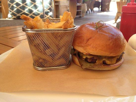 Four Seasons Resort Hualalai: An awesome burger