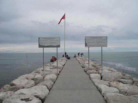 Lido : Um dos piers que avançam no Mar Adriático