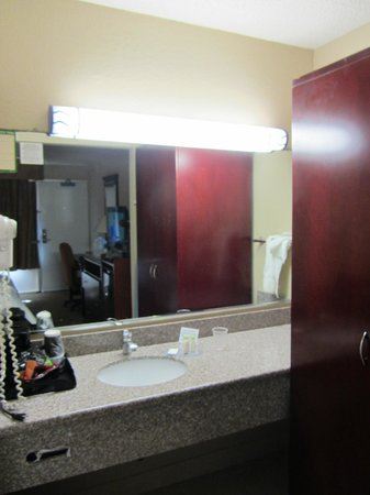 Clarion Hotel & Conference Center : Vanity area, too many large pieces of furniture in the room