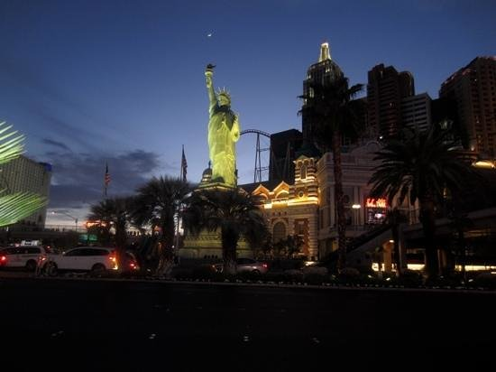 New York - New York Hotel and Casino: at night
