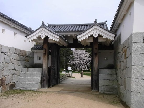 Remains of Ako Castle: 8. 本丸と二の丸を結ぶ厩口門