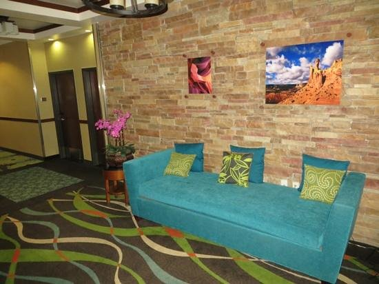 Fairfield Inn & Suites Alamogordo: Elevator lobby on 2nd floor