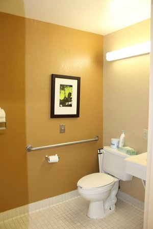 Extended Stay America - New Orleans - Metairie: Bathroom