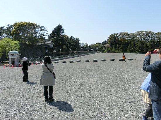 Kokyo Gaien National Garden: 外苑から二重橋の前にある正面鉄橋を撮る