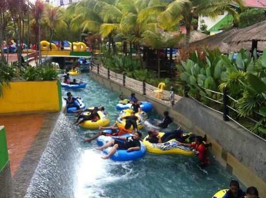 Bukit Gambang Resort City : Lazy river at themepark