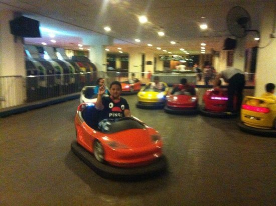 Bukit Gambang Resort City : Night activity - mini fun fair