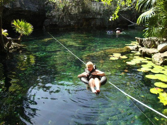 Cenote Chikin Ha: Floating in lily pond