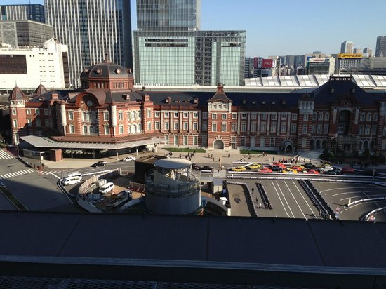 Shin-marunouchi Building: 東京赤レンガ駅