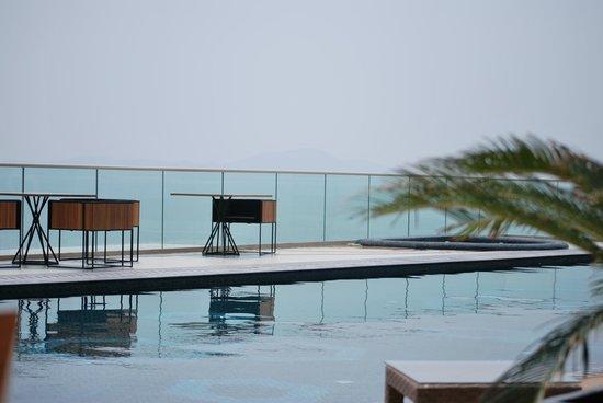 Centara Grand Phratamnak Pattaya: The pool area (overlooking the ocean)