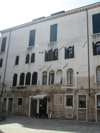 Locanda Casa Querini : Ask for a room above the front door facing the square