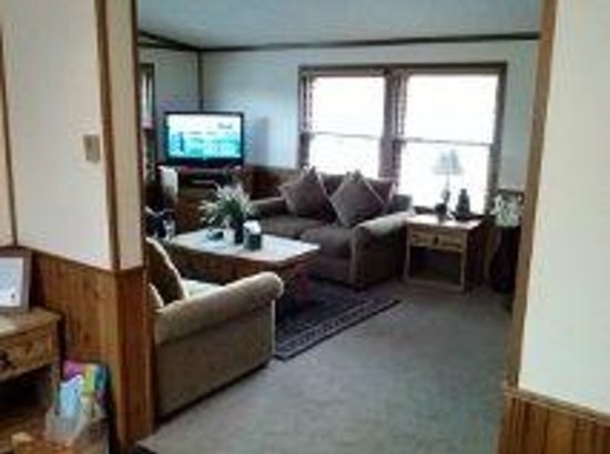 Discovery Lodge: This is the main level living room..the furniture is now a little different but still very cozy