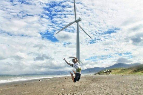 Bangui Windmills : me jumping