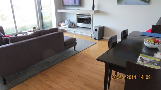 Pounamu Apartments : The lounge room