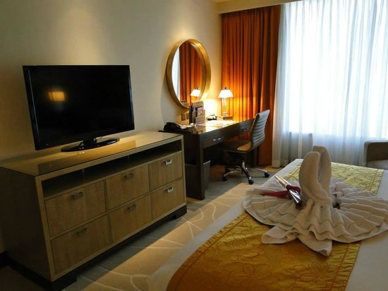 Holiday Inn Macao Cotai Central: The bedroom