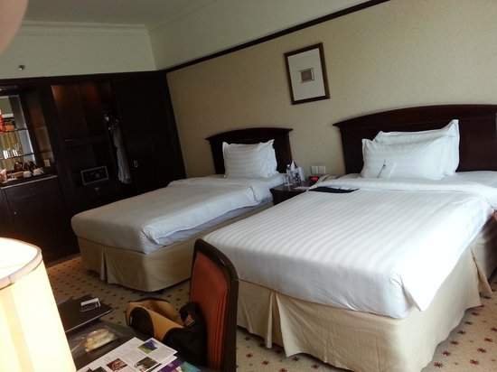 Le Meridien Kota Kinabalu: twin room with 2 double beds