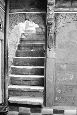 Gouri Heritage Haveli: Staircases to the 2nd floor
