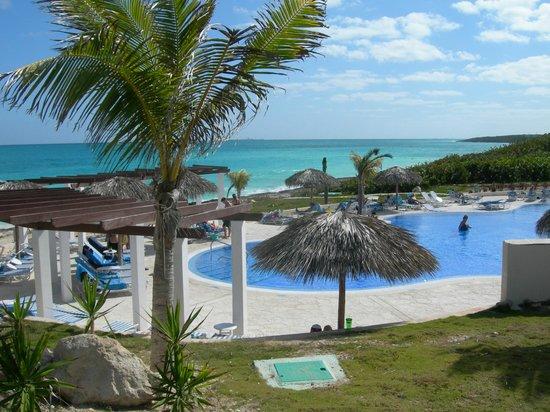 Hotel Cayo Santa Maria : autres vues de la piscine vs la mer