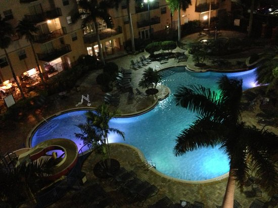 Wyndham Palm-Aire : Beautifully lit up pool:-)