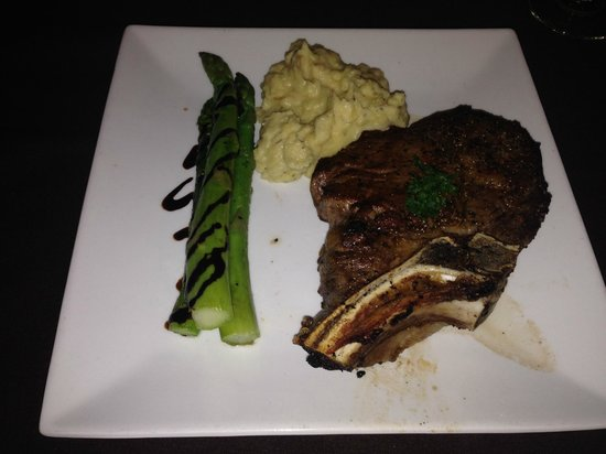 Arnold Palmer's Restaurant: Ribeye Steak with delicious Asparagas and Garlic Mashed Potatoes