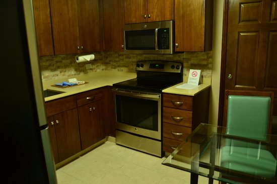 Simpson Bay Resort & Marina : Kitchen in the least expensive building