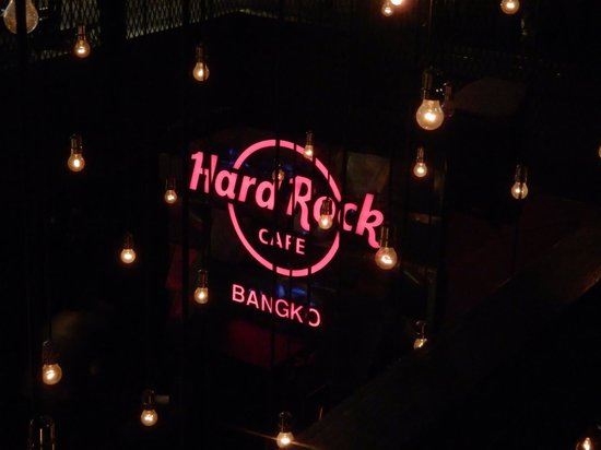 Hard Rock Cafe Bangkok : Signage left of stage