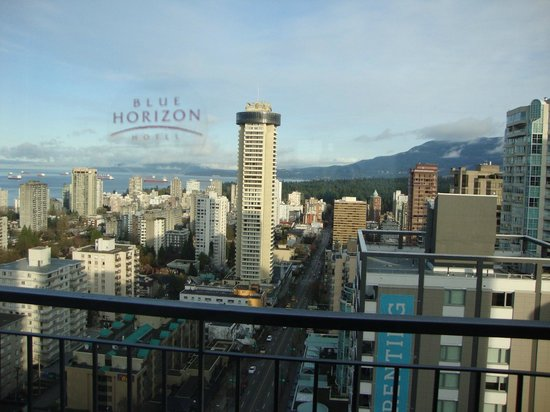 Blue Horizon Hotel: Vancouver view!