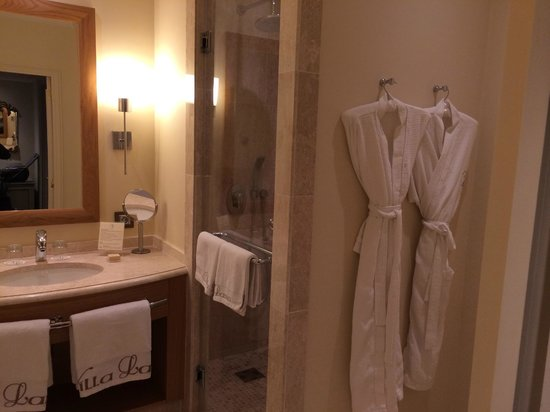 Villa Lara : Extremely large bathroom!