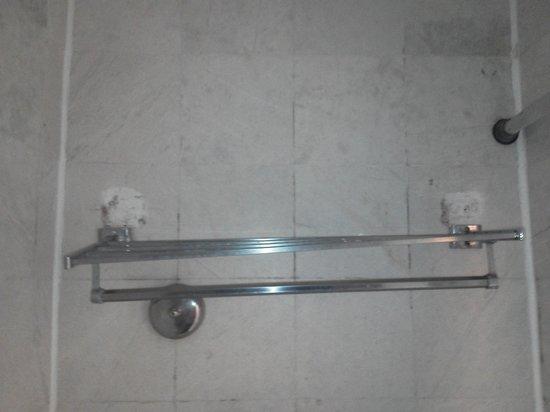 Tesoro Manzanillo: Towel Rack In Bathroom