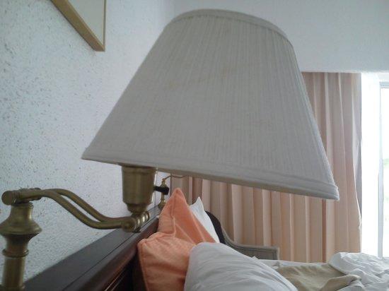 Tesoro Manzanillo: Broken Light