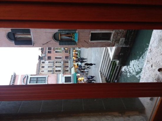 Hotel Al Vagon: canal from window
