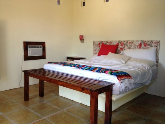 Gecko Rock Resort : One of the rooms (with unmade bed)