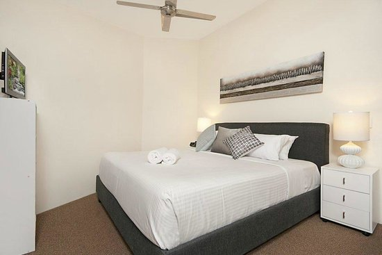Byron Quarter Holiday Apartments : 2 Bedroom Superior main bedroom