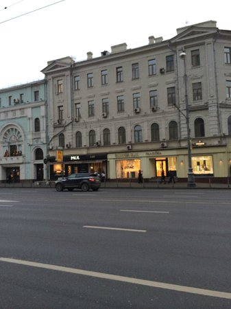 InterContinental Moscow Tverskaya Hotel: The main shopping road opposite the hotel