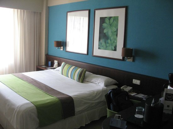 NH Punta Cana: King size bed. Tastefully decorated