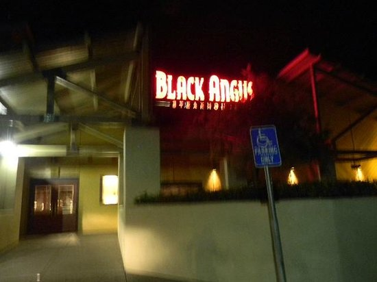 Black Angus Steakhouse : front entrance