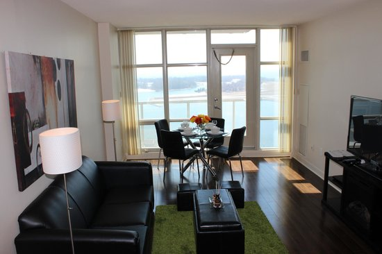 Atlas Suites - Mariner Furnished Apartments: Apartment with lake view