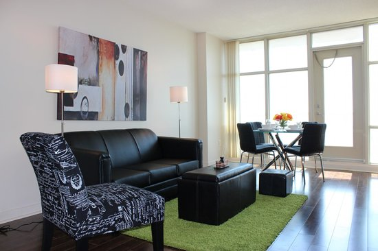 Atlas Suites - Mariner Furnished Apartments: Living Room