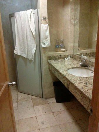 Hotel Amberes: Baño