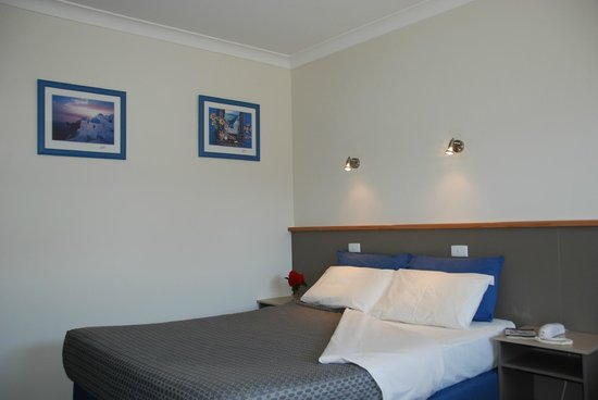 Acacia Motel: New refurbished Premium Queen / Single