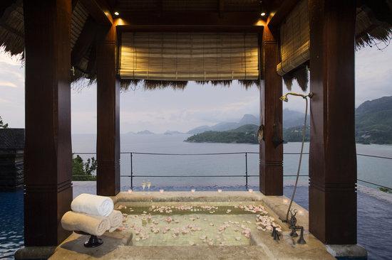 Anse Louis, Seychelles: Outdoor bath