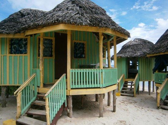 Taufua Beach Fales : Enclosed fales