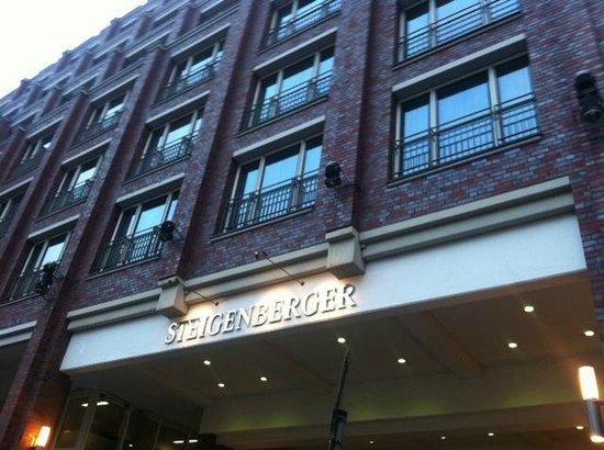 Steigenberger Hotel Hamburg: Entrance