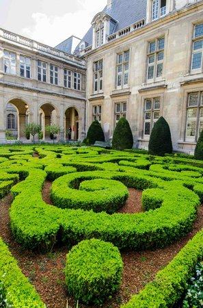 Better Travel Photos : Paris garden