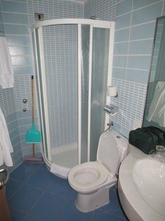 Resort Amarin: Salle de bain moderne et fonctionnelle