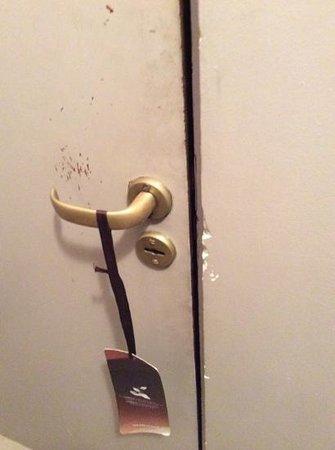 Loft & Arte Apart Boutique: puerta habitación