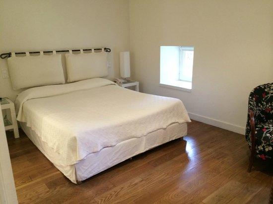 Hôtel Restaurant du Vieux Pont: Spacious bedroom with a great view